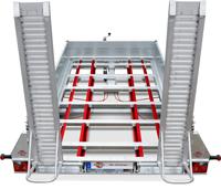 Der im Tauchbad feuerverzinkte und geschweißte Fahrgestellrahmen ist äußerst stabil. Mit vier zusätzlichen Längsträgern wird eine optimale Lastenverteilung im Boden gewährleistet.
